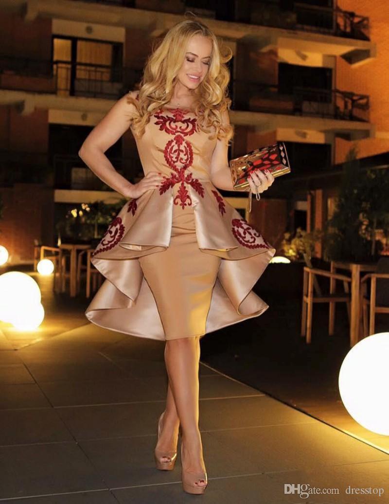 Vestidos de cóctel atractivos Cuello redondo Vestidos de fiesta cortos Longitud de la rodilla Vestido de fiesta con apliques con marcos por encargo