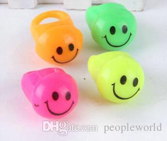Popular Prom LED Flash Smiley Face Finger Ring Hand Laser Light Kids Toys Elastic Rubber Blinking Ring For Party Bar Christmas Gift