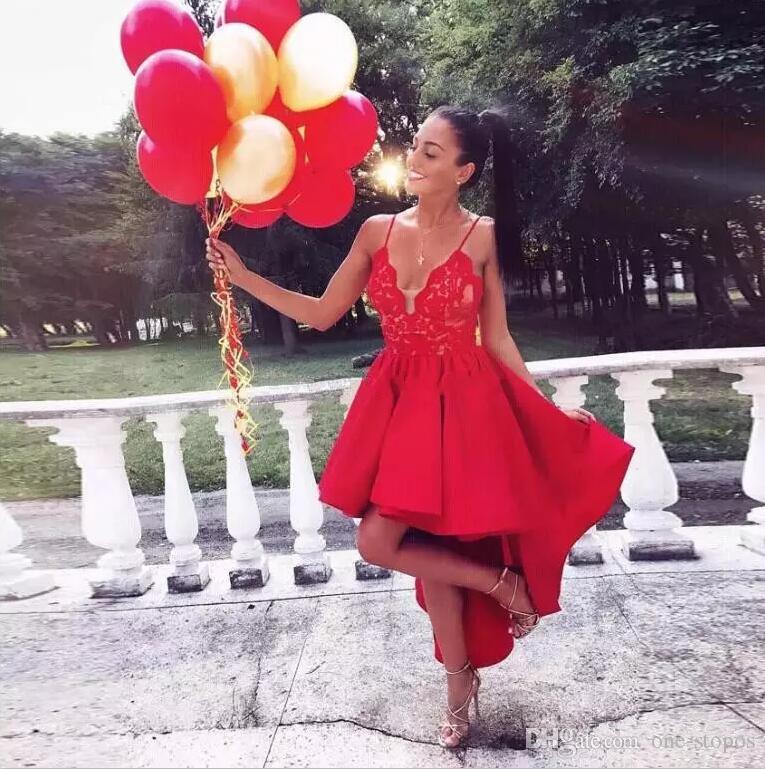 Kurzer High Low Red Red Junior Homecoming Kleider 2017 Sexy Spitze Spaghetti Riemen V-Ausschnitt Cocktail Party Kleid Benutzerdefinierte formale Abendkleid