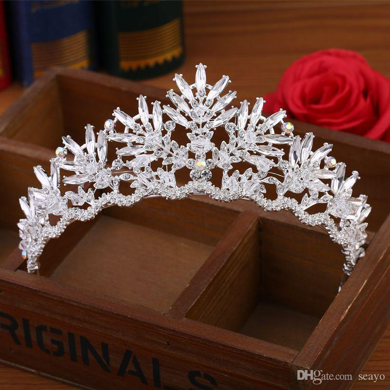 2019 Baroque bride Crown Crystal handmade glass, bridal ornaments, headdress, the color is white, with a national style, very beautiful