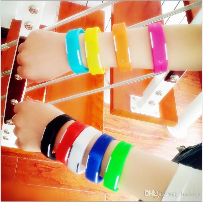 Montre LED Mode Garçons Et Filles Écran Tactile Montre Sport Rectangle étudiants Bracelets En Silicone Montres Numériques En Gros Pas Cher Montre