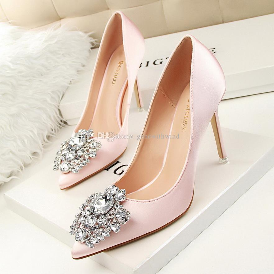 pink wedding shoes with crystals wwwpixsharkcom