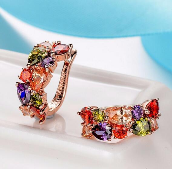 Orecchini in cristallo colorato Diamante placcato oro rosa Orecchini a cerchio in zircone colorato Gioielli in stile europeo Regalo di Natale di lusso donne