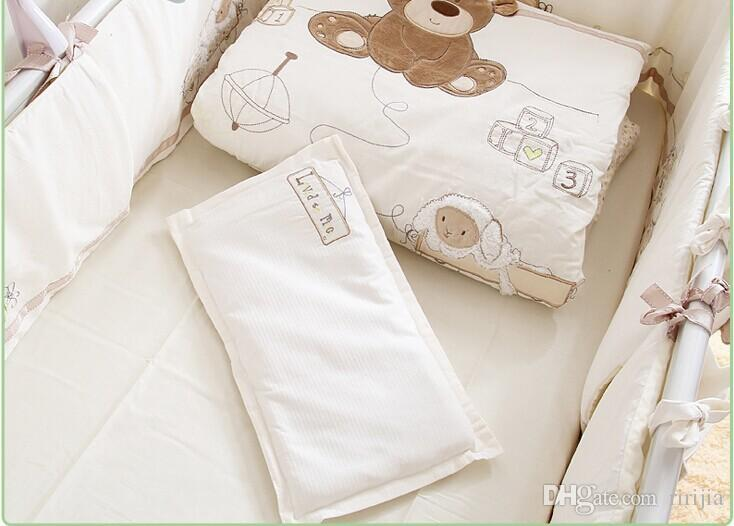 White 100% cotton Embroidery bear baby bedding set quilt pillow bumper bed sheet 9 pieces crib bedding set
