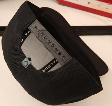 Snapback ausgestattet Baseball Cap 3D durchbohrt Brief Stickerei Hip Hop Cap Design Flat Bill Baseball Cap für Männer und Frauen