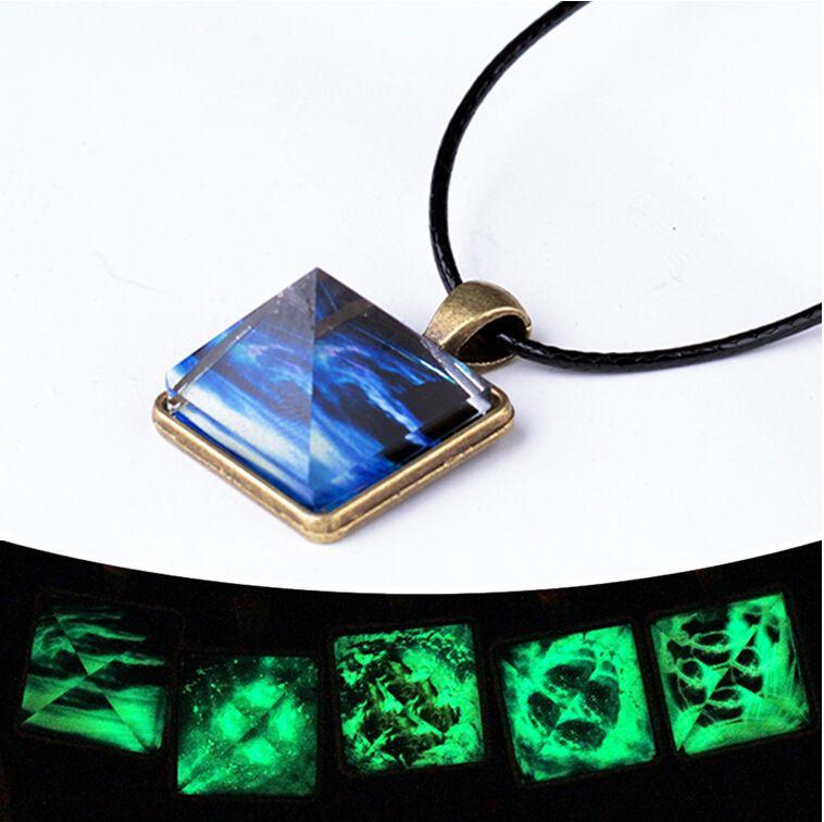 Projeto pirâmide + padrão de céu estrelado brilho no escuro pingente de cristal com base de bronze antigo 45 cm corda de cera colar gargantilha 20 estilos