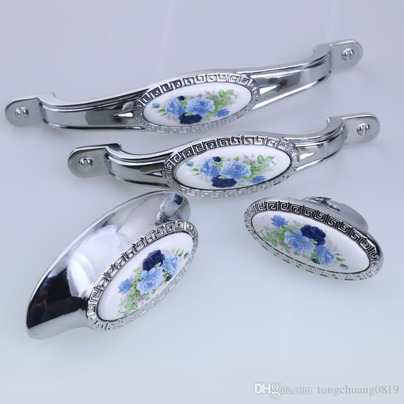 64mm 96mm 128mm moda moderna rurale bianco e blu armadio da cucina in porcellana armadio maniglie argento cromato manopola del cassetto dell'armadio