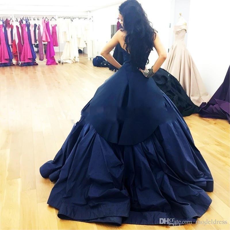 새로운 형식의 아랍어 이브닝 드레스 2019 연인 오픈 백 프릴 스윕 기차 공식 네이비 블루 무도회 특별 행사 가운 저렴한 맞춤