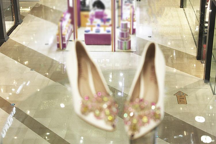 New Style Crystal Bridal Dress Shoes 2017 Flat Low Heels Wedding Shoes 34-41 Size Handmade Rhinestone Diamond Elegant Formal Party Shoes