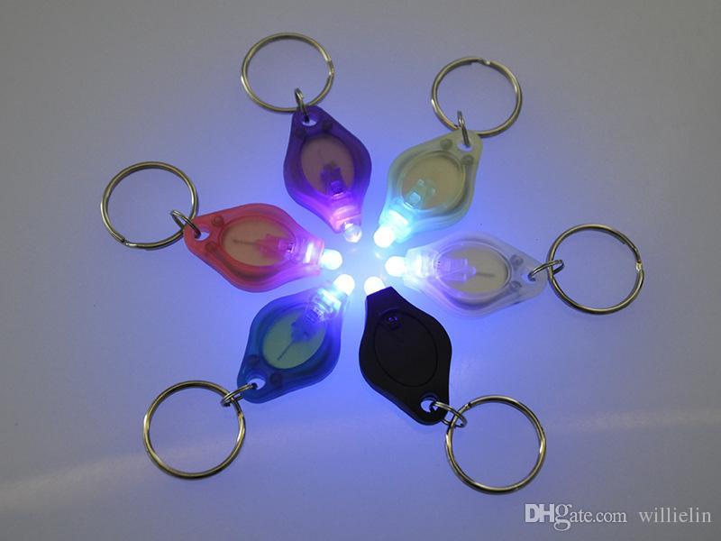 2017 heiße Kunststoff Schlüsselanhänger, LED-Diamant Keychain Lichter, rot, grün und blau Schlüsselanhänger Lichter Großhandel