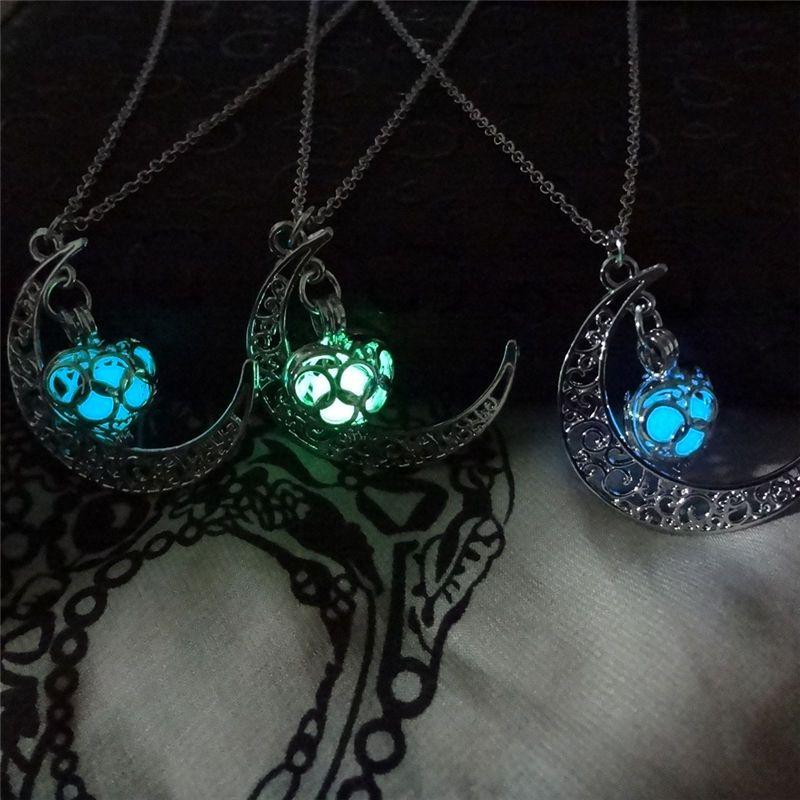 La lune Coeur Collier Noctilucence Glow in the Dark Huile essentielle Diffuseur Collier Lockets Chaînes Pendentif Jewlery pour les femmes Drop Shipping