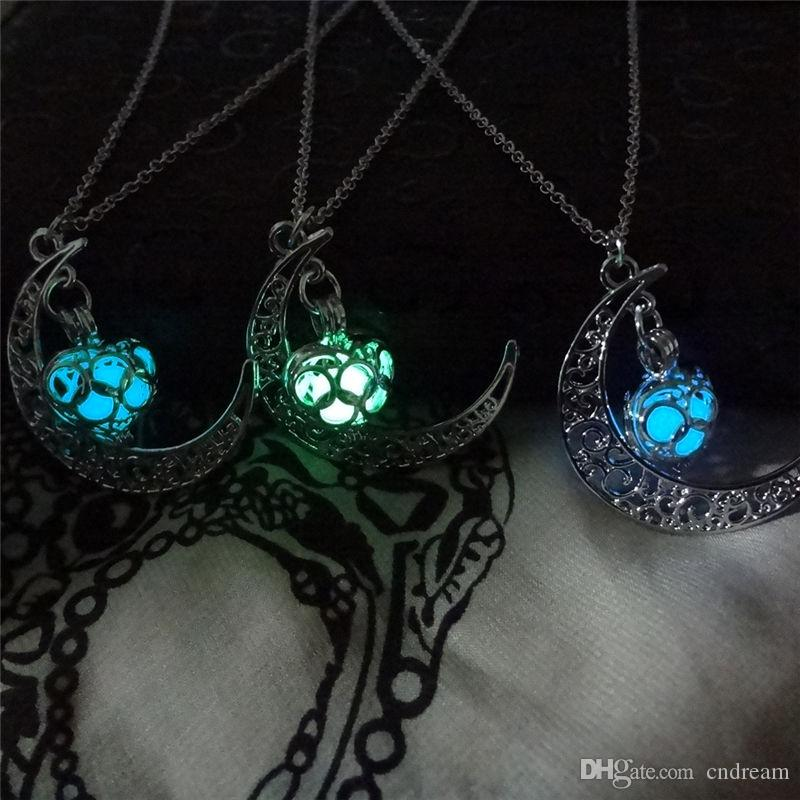 The moon Heart Necklace Noctilucence Glow in the Dark Essential Oil Diffuser Necklace Lockets Chains Pendant Jewlery for Women Drop Shipping