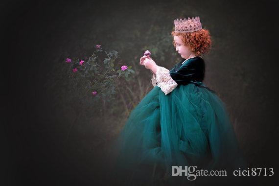 Vintage Pricess Dress Pour Petites Filles Velvet Et Dentelle Manches Longues Fleur Filles Robe De Longueur intégrale Robe De Bal Vert foncé