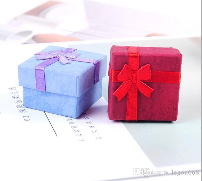 شحن مجاني مجوهرات تخزين ورقة مربع متعدد الألوان الدائري مربط القرط تغليف هدية مربع للمجوهرات 4 * 4 * 3 G190