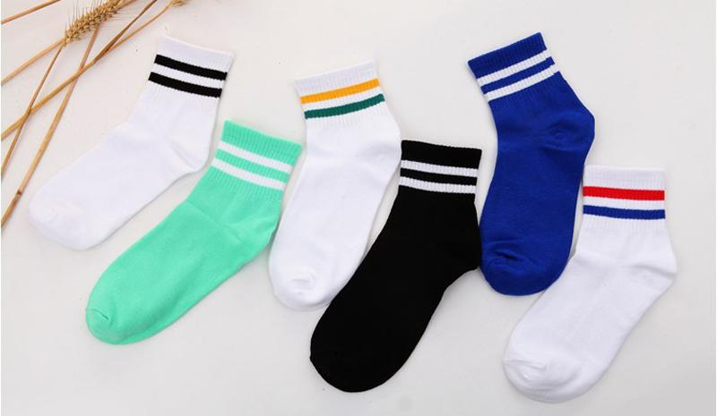 2017 coréenne nouvelle boutique coton Harajuku femmes filles courtes chaussettes deux bandes unisexe collège rétro occasionnels hommes chaussettes tube livraison gratuite