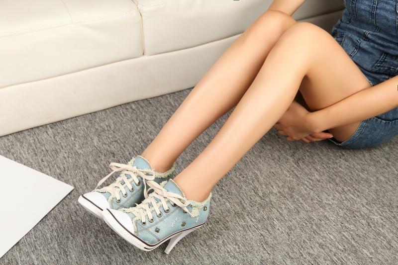 Moda Nuevo Estilo de Verano de Las Mujeres Delgadas de Tacón Alto Lace Up Tobillo Botas Remaches Moda Casual Zapatos de Mezclilla Mujeres Bombas Más Tamaño 34-41