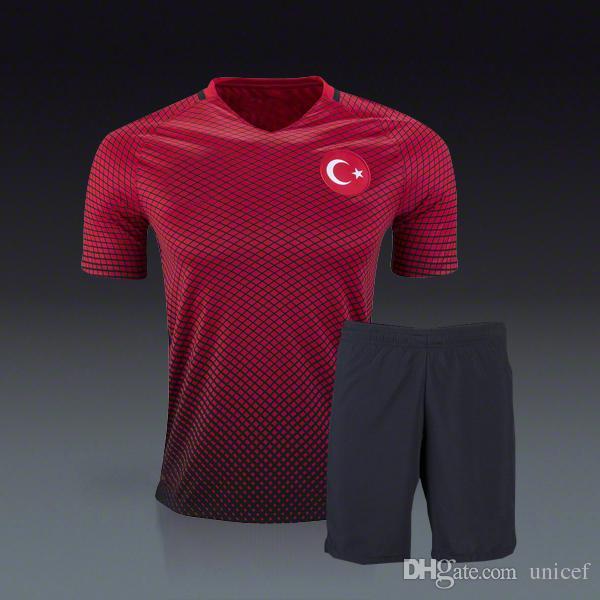 Compre Arda Turan Turquia Euro 2016 Uniformes De Futebol Vermelho Uniformes  De Futebol Kits De Futebol Camiseta De Futbol Maillot De Pé Completo De  Calcio ... 37e7a39e21284