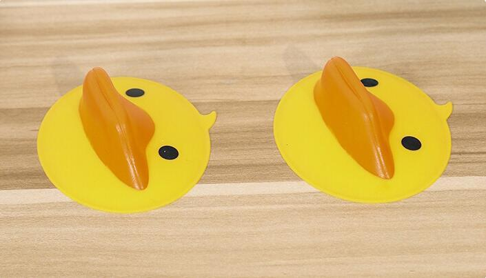 hotsale kitchen accessories cute cartoons non-slip anti hot duck shape silicone rubber baking clips bowl clamp plate oven clamp