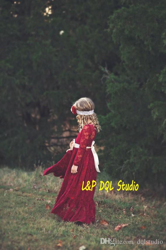 Encaje Borgoña Vestidos de flores para niñas Manga larga Hasta el suelo Vestidos de fiesta para niñas de encaje Estilo rústico Encajes Vestidos para niñas Estilo de jardín Barato