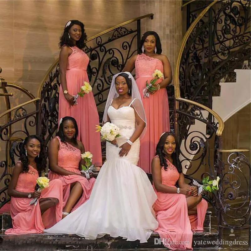 2017 pliegues de moda largos una línea Vestidos de dama de honor de boda larga de gasa baratos con cremallera trasera longitud de piso de un hombro hecho a medida
