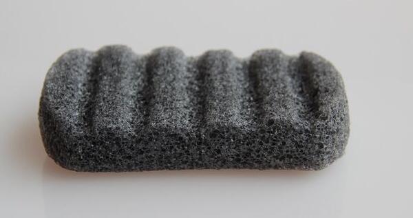 شكل مربع كبير 100 ٪ أسود طبيعي Konjac الإسفنج الطبيعي Konjac Konnyaku جيلي الألياف غسل الوجه التطهير حمام الإسفنج النفخة
