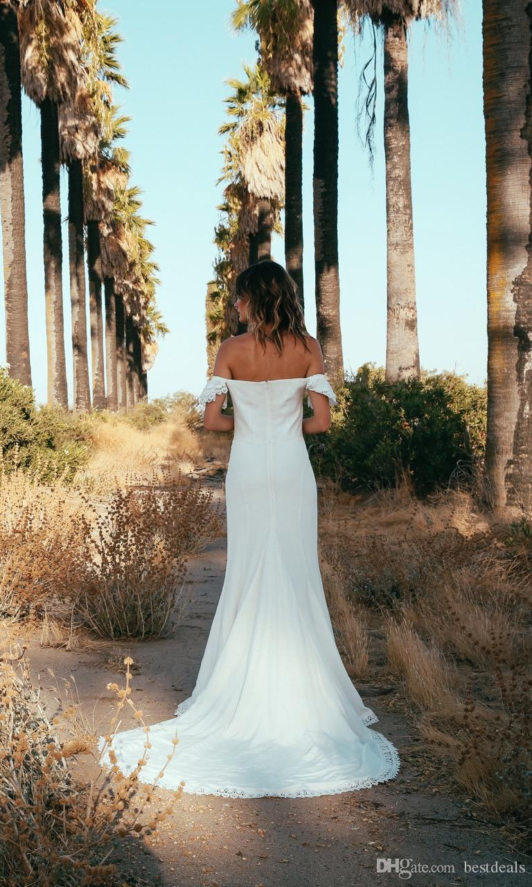 2017 New Arrival Bohemian Wedding Dresses Simple Style Sexy Off the Shoulder Long Lace Chiffon Beach Wedding Dress Cheap Bridal Gowns