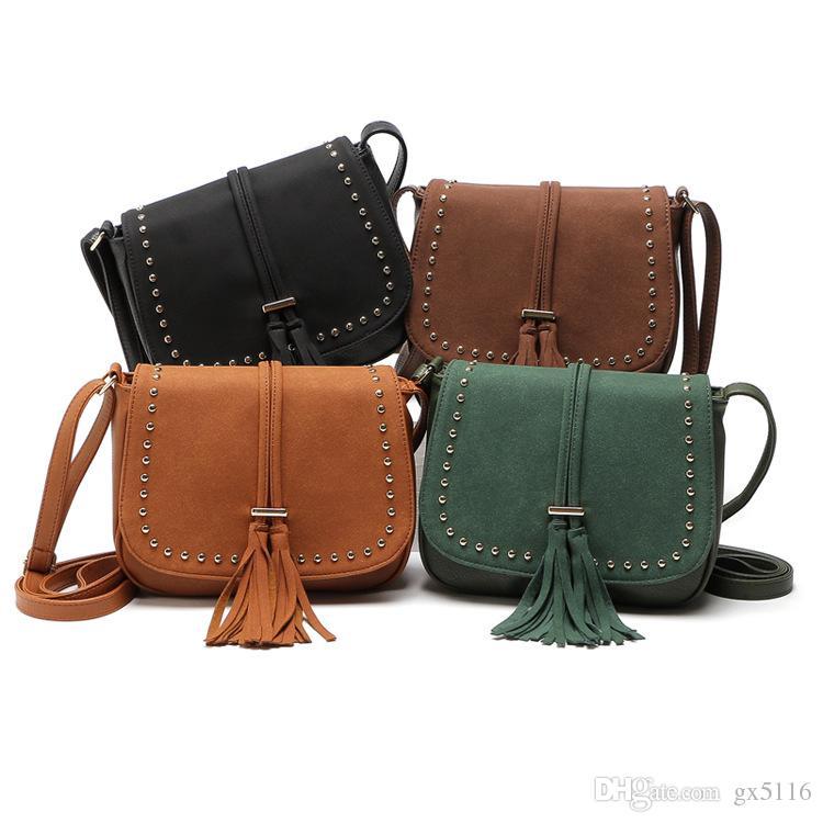 Moda retro perçinler Messenger çanta buzlu çanta Messenger saçaklı omuz çantası kapak