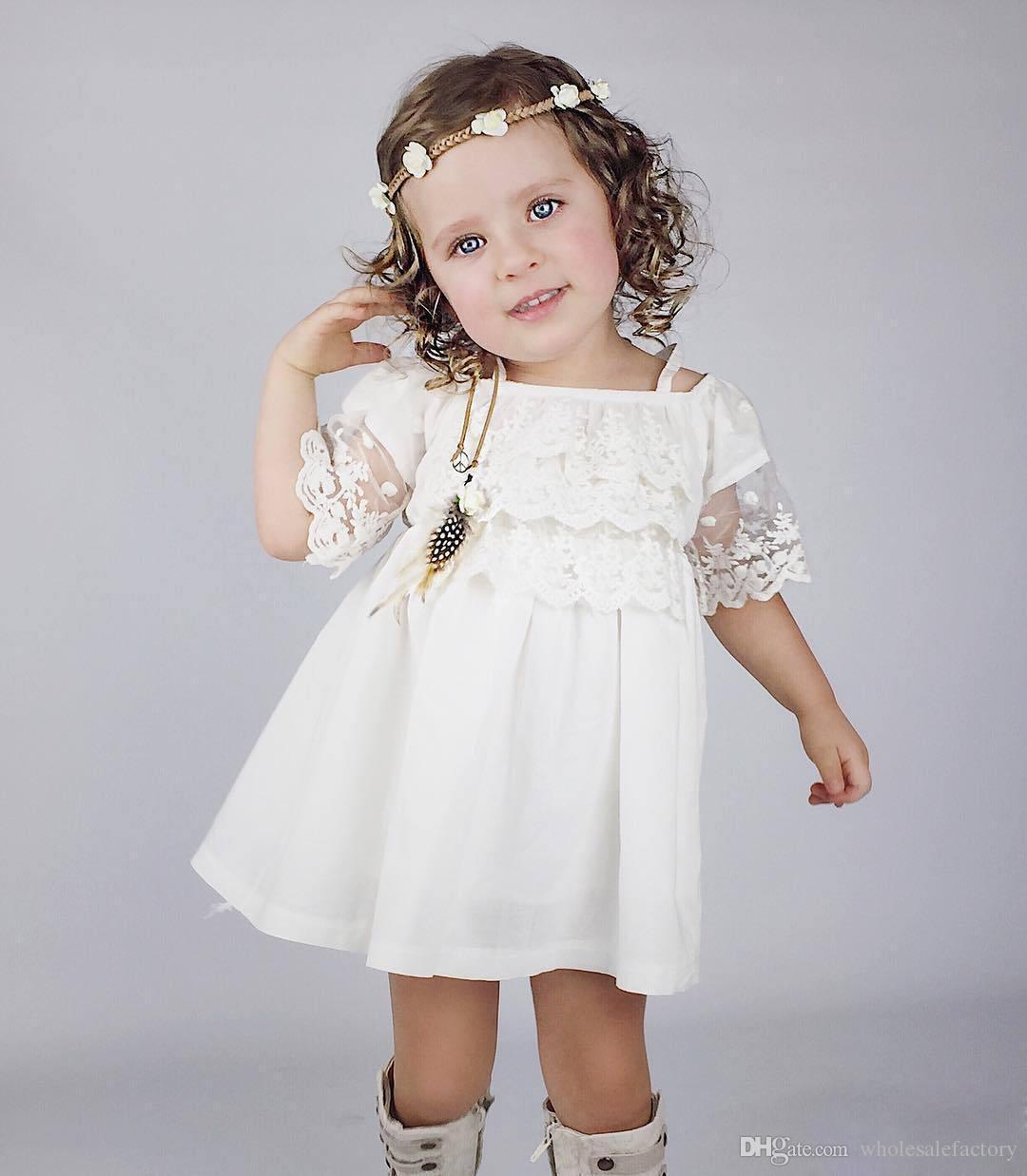 Barato País Bonito Flor Meninas Vestidos Para O Bebê Cintas de Espaguete Lace Curto Vestidos de Festa de Casamento Para Little Kids Online Sale