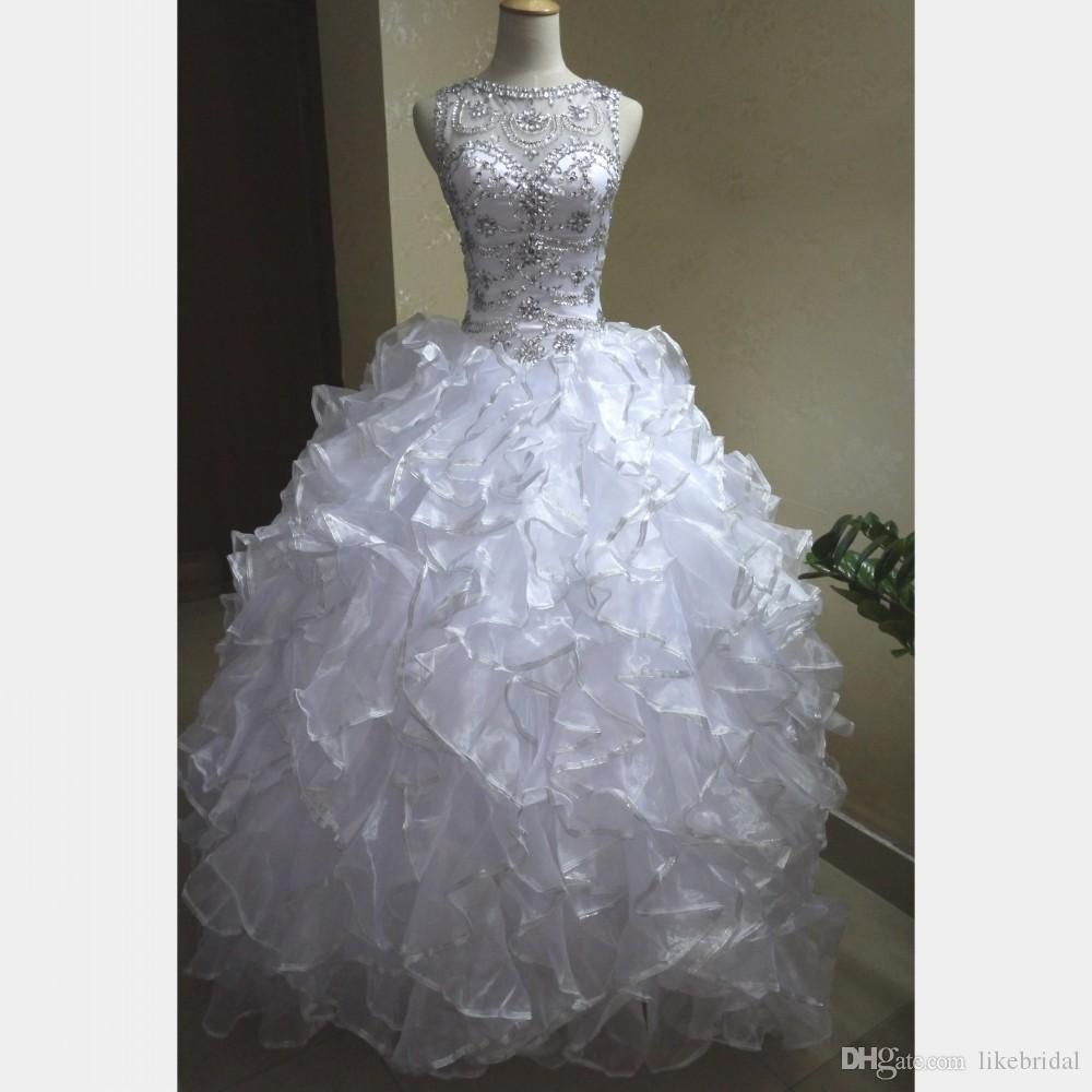 Großhandel Neues Design Vestidos De 18 Anos Ballkleid Weiß Quinceanera  Kleider Sweep Zug Silber Kanten Rüschen Atemberaubende Kristalle Perlen