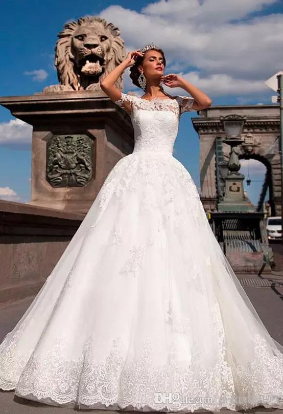 Maniche corte Pizzo Abiti da sposa su misura 2020 Appliques sweep treno di Tulle Beach Wedding Abiti da sposa