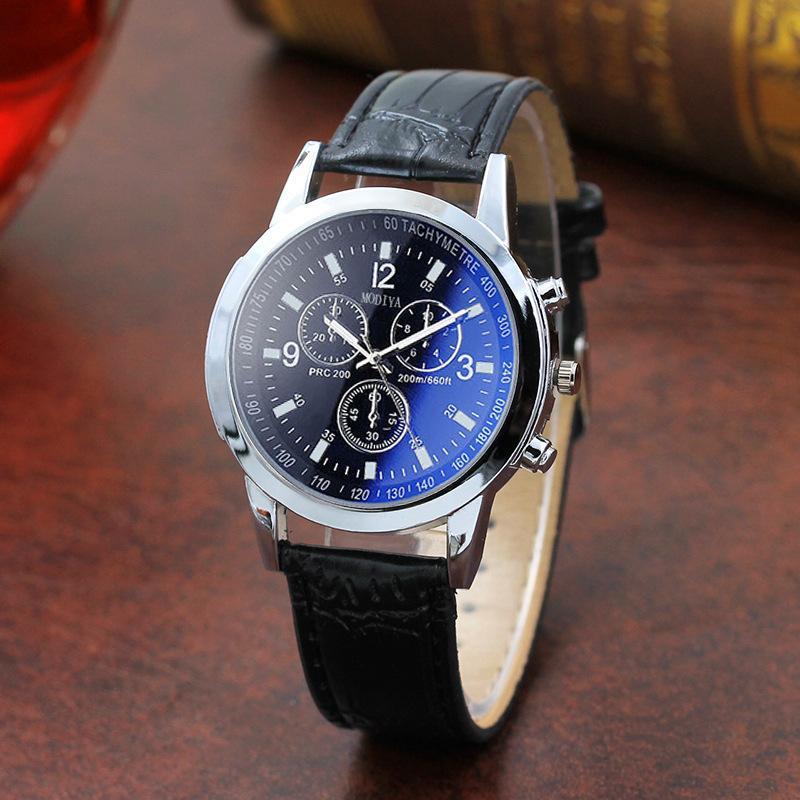 d258f92cb393 Compre Diseño De Carreras De Lujo Reloj De Cuarzo De Los Hombres Fresco  Casual Militar Relojes Deportivos Azul Luminoso Reloj De Pulsera De Cuero  Unisex A ...