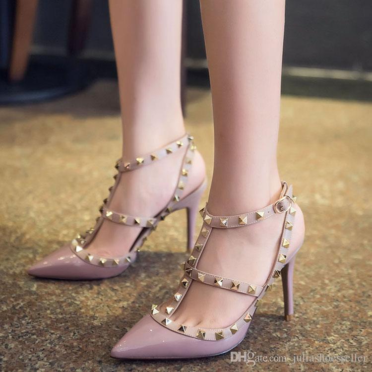 2017 Vente Chaude Rose Rouge Nude En Cuir Verni Femmes Pompes Pointu Toe T-Strap Talons Aiguilles Chaussures Cloutés Rivets Femmes Talons Hauts Sandales