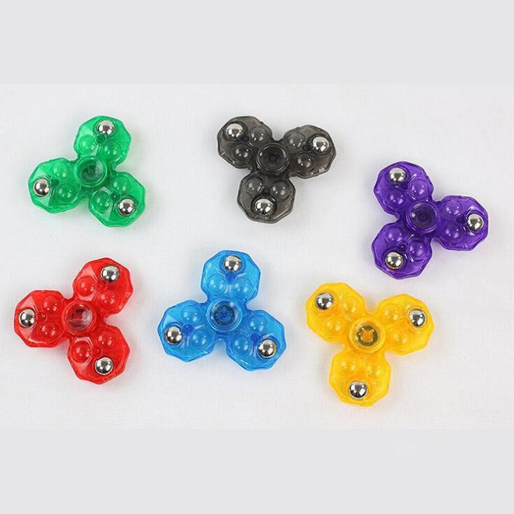 Venta al por mayor Mano Spinner Triángulo Tri Fidget ABS Bola de plástico Escritorio Focus Toy EDC Para Niños Adultos Dedo Spinning Top Envío Gratis