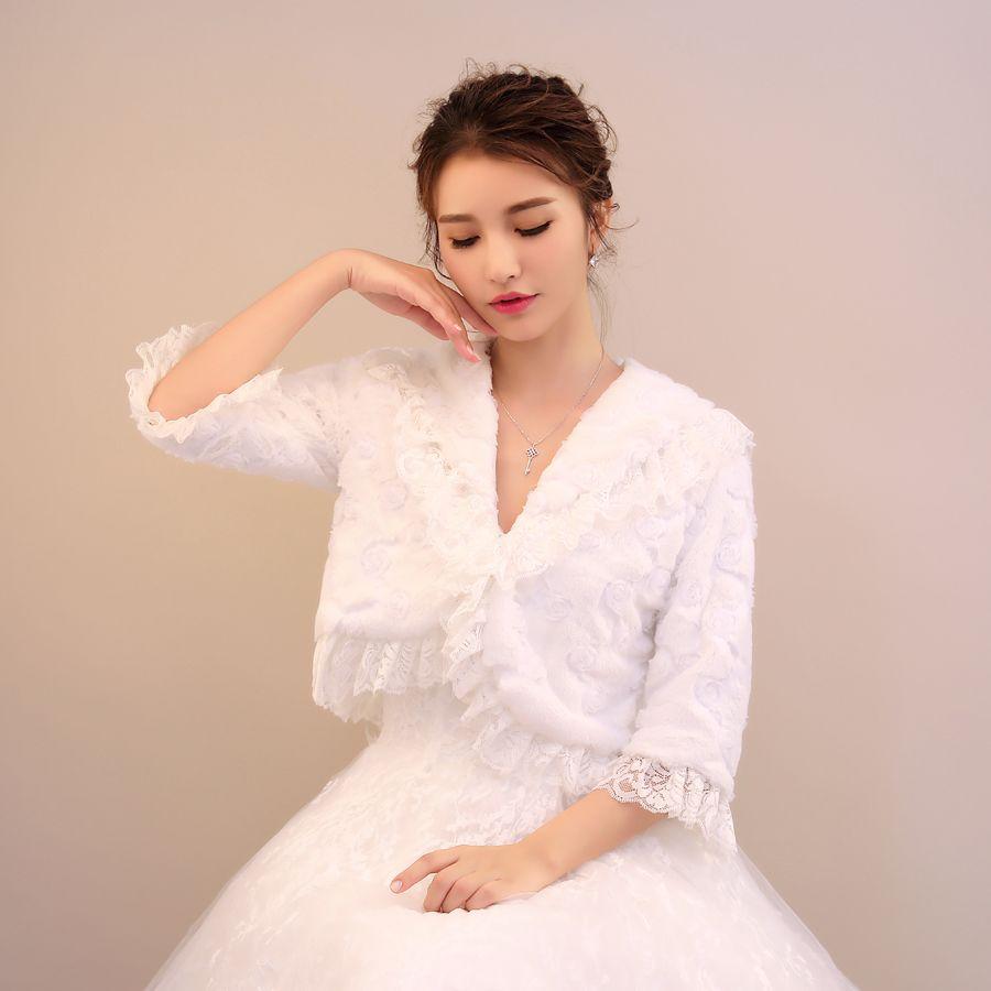 2019 Sexy Women Winter Wedding Coat Faux Fur Ivory Warm Wraps Elegant 3/4 Long Sleeves Lace Border Flowers Embellishment Cheap Women Jackets