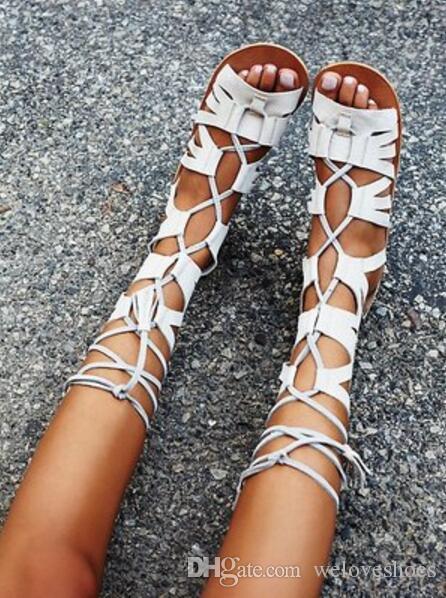 2017 новых женщин колено высокие сапоги плоский каблук замша кожаные сандалии пинетки вырезает пинетки платье обувь лето гладиатор сандалии сапоги женщина