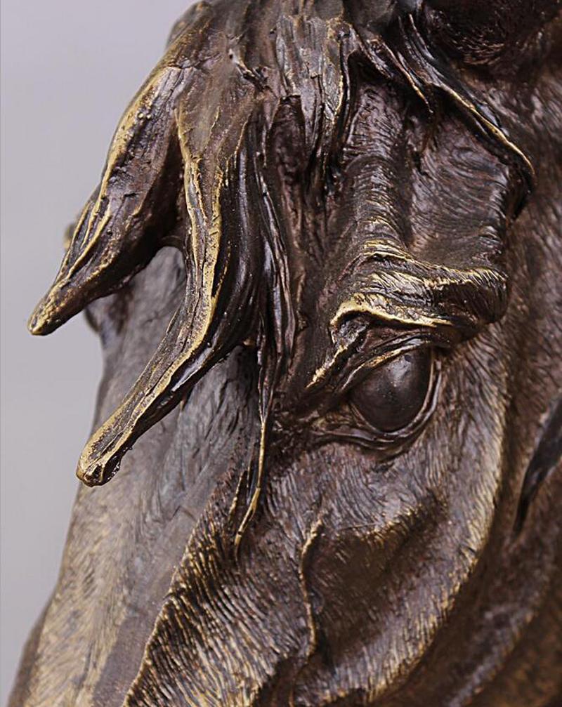 Material de resina - Cabeza de caballo Busto Escultura de imitación de color bronce antiguo para imitación de decoración de barra de oficina en casa - 41 cm / 16