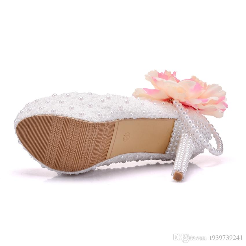 Crystal Queen Big Flowers White Lace Women Wedding Shoes High Heel Platform Pumps Sexy Slip ON Bridal Shoes White Part