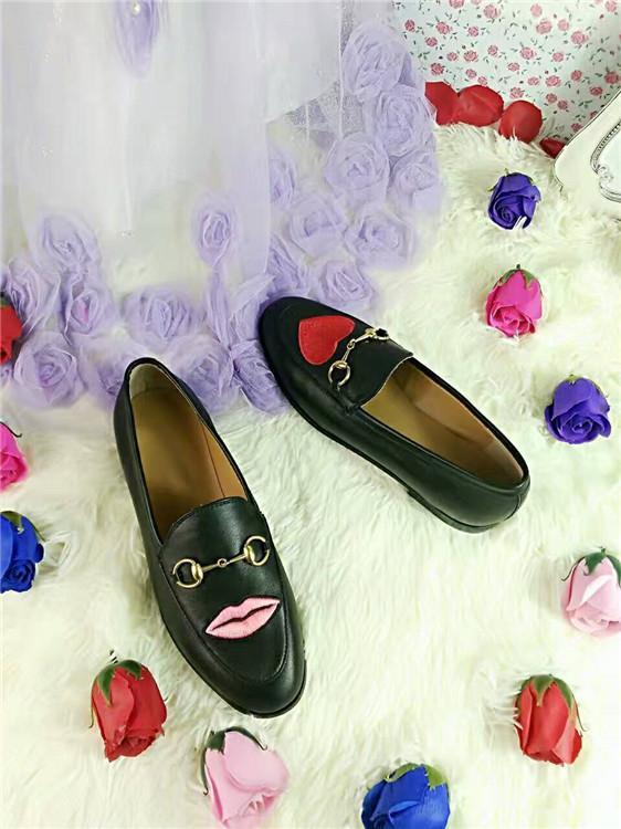 La migliore versione! U721 40 i in vera pelle ricamo appartamenti mocassini scarpe flower serpente cuore labbra nero bianco g 2017 boyish elegante