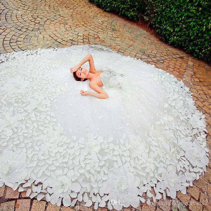 Heißer Verkauf Luxus Weichen Tüll Handgemachte Blume Schatz Perlen Kristall 1,5 mt Royal Train Benutzerdefinierte Größe Brautkleider 2017