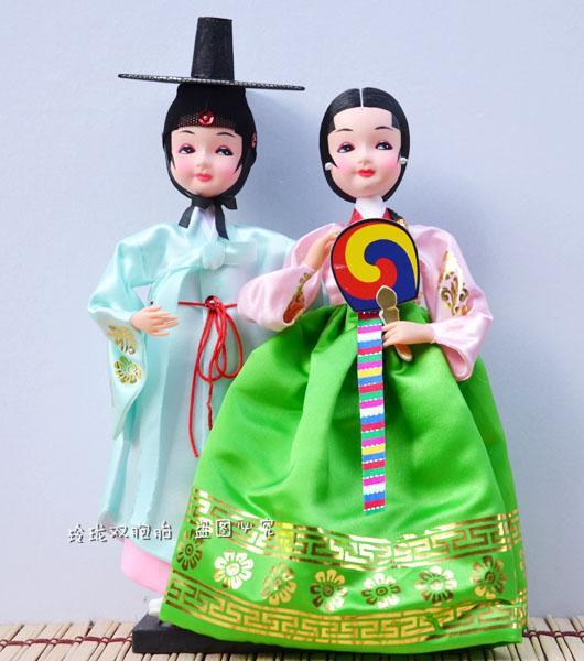 I regali della bambola della panno di seta coreano della spedizione sono anche caratterizzati da un ornamenti regalo di nozze della ragazza coreana del Nord