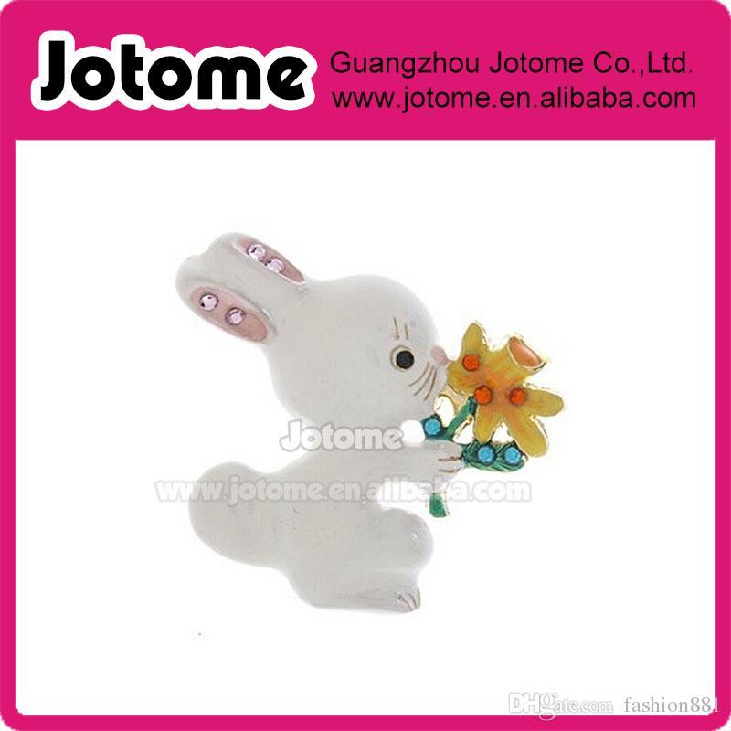 Spilla con smalto bianco coniglietto con fiore Pasqua