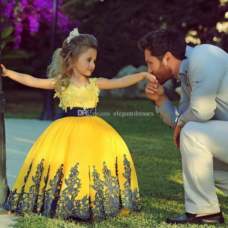 2017 Abito giallo con ragazze in pizzo Abiti da spettacolo bambini Abito da sera Blu Perline Royal Blue Flower Girls abiti da pageant lunghi ragazzi