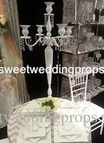 nessun fiore compreso Design di moda metallo 5 braccia candelabri placcato oro / centrotavola da sposa con perline di cristallo in vendita