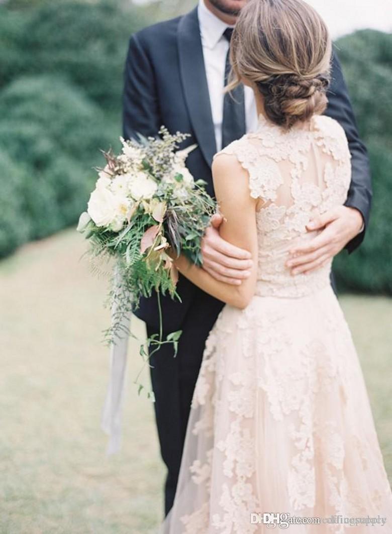 빈티지 2020 보헤미안 블러쉬 레이스 쉬어 웨딩 드레스 프릴 신부 가운 캡 소매 깊은 V 넥 레이어드 라인 겸손한 신부 가운
