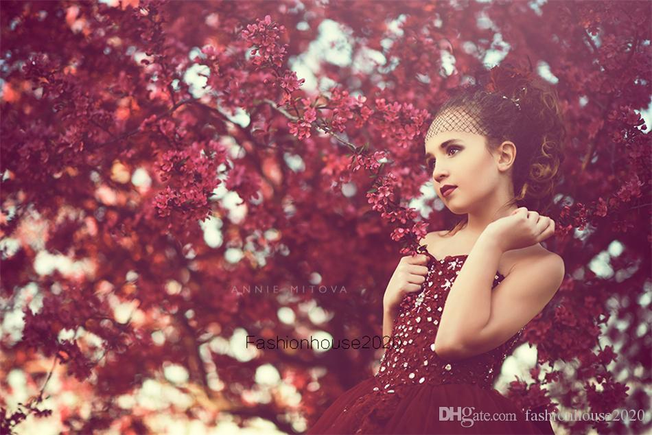 2020 Princesa Borgoña Flores Vestidos para niña para bodas Spaghetti Correa Apliques de encaje Apliques Chicas con cuentas Vestido formal Niños Prom Comunion Bats