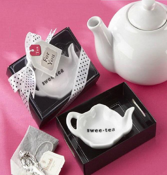 Creative Heart-shaped Mr. & Mrs salt and pepper shaker ceramics jar wedding cruet favors baby shower gifts