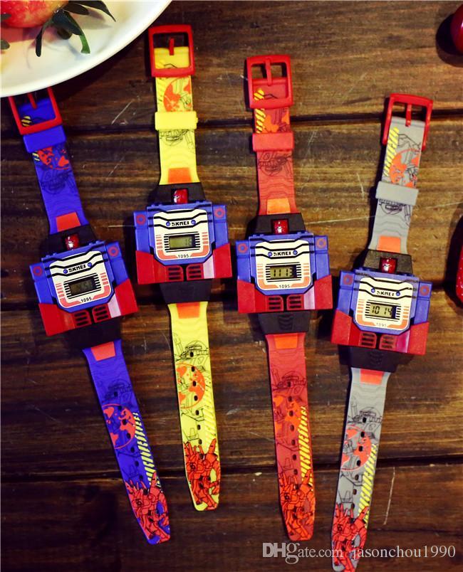 Il grande ragazzo delle vendite di modo della molla guarda gli studenti della ragazza del fumetto dei bambini è orologio elettronico luminoso della tavola robot dei trasformatori Trasporto libero