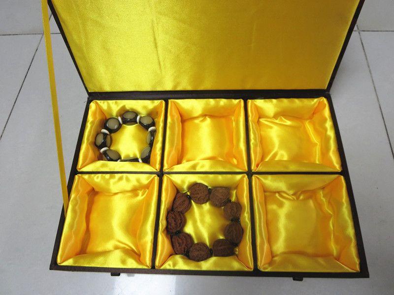 Cotton Filled Large 6 Grid Silk Brocade Box Legno Multi Slot Gioielli da uomo Cassa di stoccaggio Braccialetto Gingillo Artigianato Scatole di imballaggio Regalo di nozze