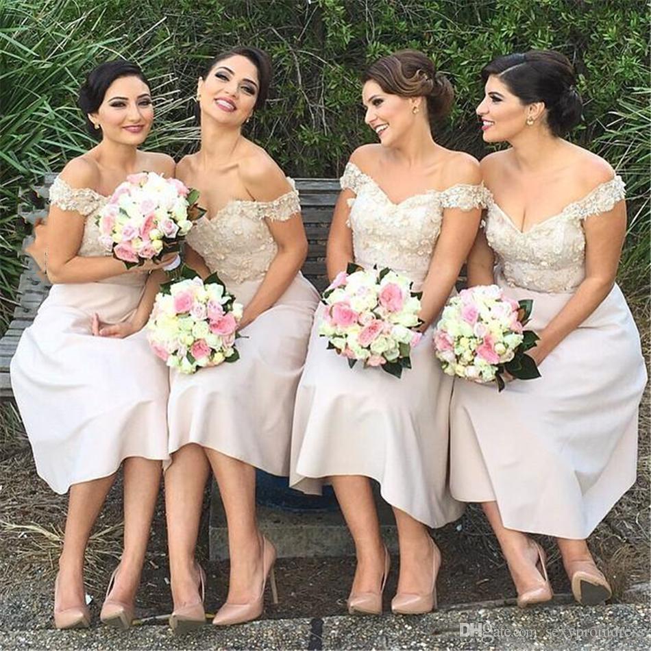 Fuera de los vestidos de dama de honor para el hombro para la boda 2018 apliques de encaje longitud de té vestido de dama de honor barato vestido de fiesta de invitados de invitado