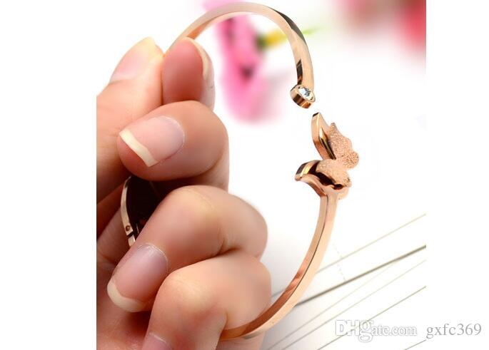 Il braccialetto d'acciaio di titanio della superficie della sabbia della farfalla di modo l'alta qualità non sbiadisce l'oro rosa 18k